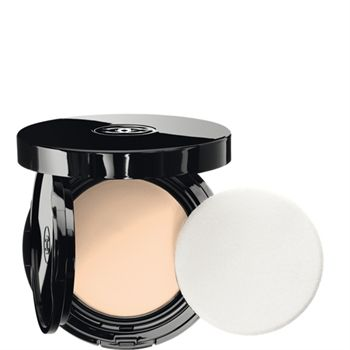 CHANEL - VITALUMIÈRE AQUA FRESH AND HYDRATING CREAM COMPACT SUNSCREEN MAKEUP BROAD SPECTRUM SPF 15 More about #Chanel on http://www.chanel.com