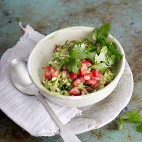 Die klassische mexikanische Sauce passt zu Tacos, Chips, Tomaten, gegrilltem Fleisch, als Brotaufstrich und als würziger Klecks in eine Gemüsesuppe