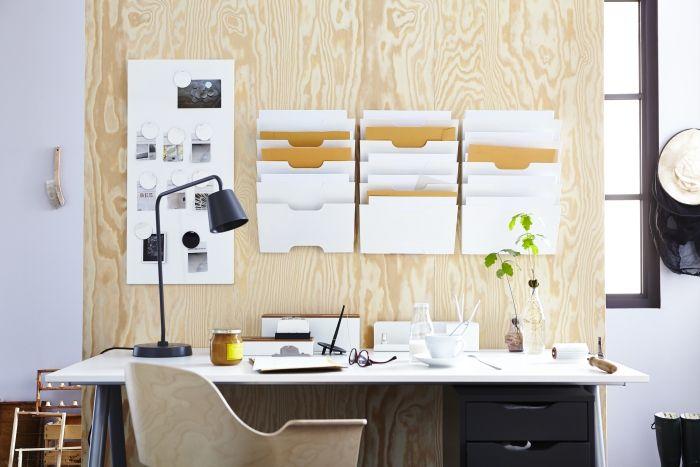 KVISSLE tijdschriftenrek | #IKEA Extra opbergruimte boven het bureau