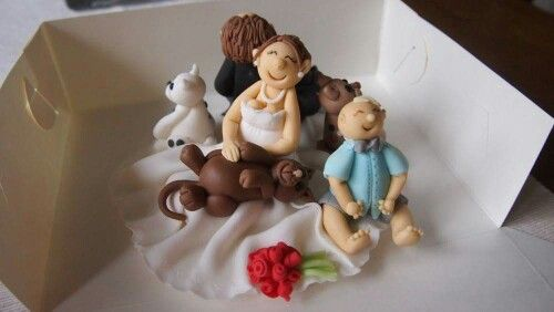 Wedding cake topper with the whole family.