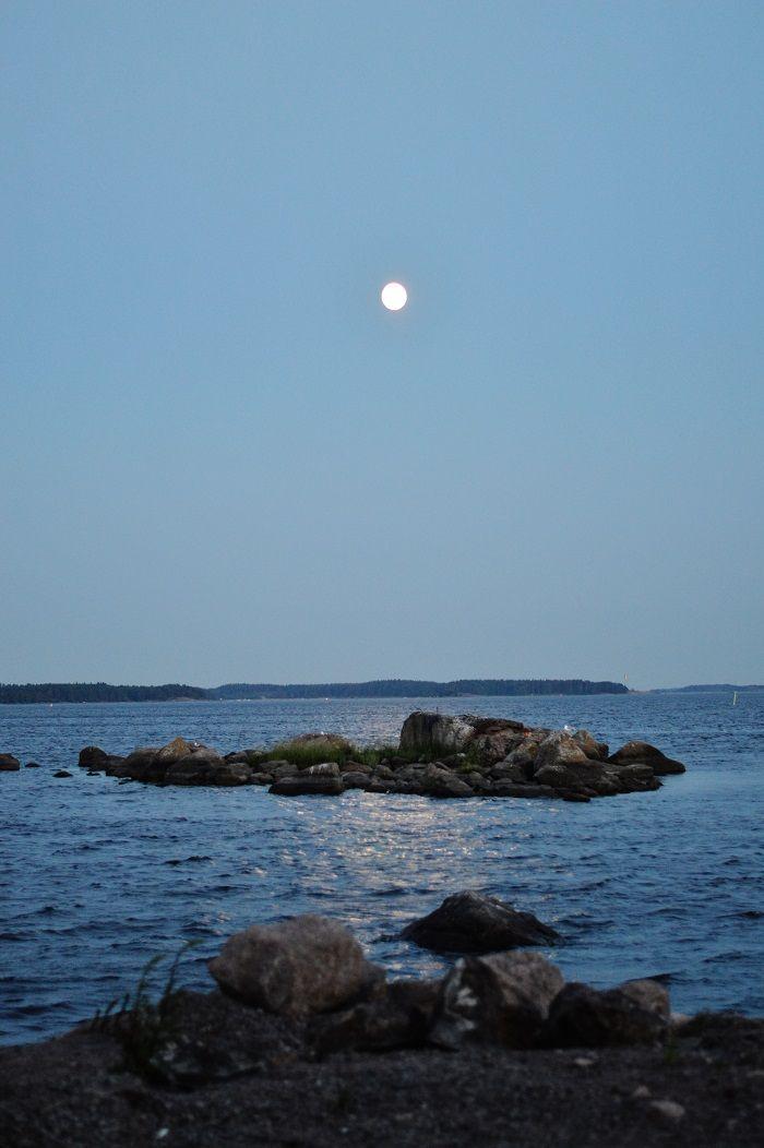 Midsummer´s midnight, Tiutinen, island