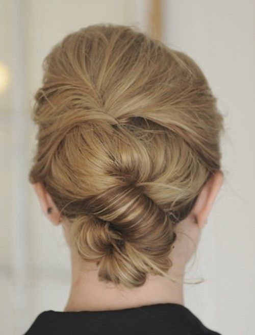 TWIST UP UPDO – EASY HAIRSTYLES Divide your hair into half as if you are going to do a half updo then secure the top section in place with hair clips Use dry shampoo to add texture in the back section then rough tease to make it look thicker and fuller. - See more at: http://www.the-hairstylist.com/easy-hairstyles/#sthash.RmduegIb.dpuf