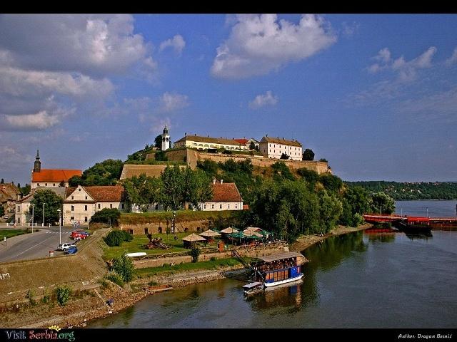 Google Image Result for http://images.visitserbia.org/Vojvodina/Petrovaradin%2520fortress%2520in%2520Novi%2520Sad.jpg