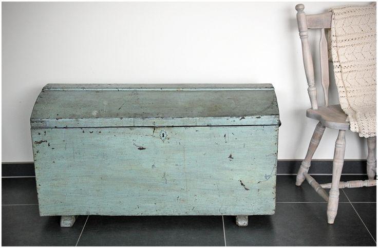 Oude kist mintkleur maison patine pinterest meer idee n over oude kist en kist - Console ingang kast lade ...