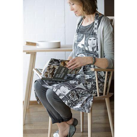 The apron in Bjørn Wiinblad's series is made of 100% cotton and shown here in dark grey. #bjørnwiinblad