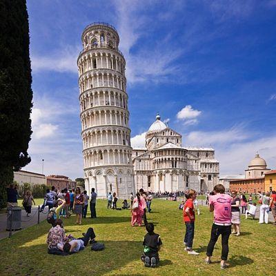 Šikmá věž je vděčnou fotografickou atrakcí.