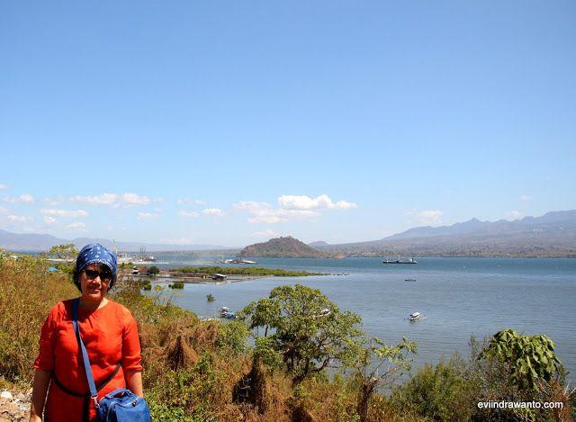 Birunya Laut di Pantai Ule Nusa Tenggara barat