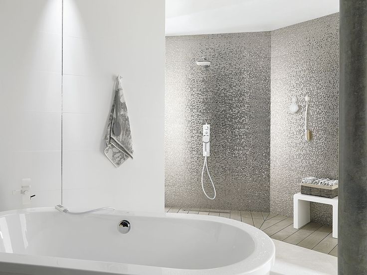 Porcelanosa's modern wall tiles with metal effect / Wall Tiles: Madison Plata