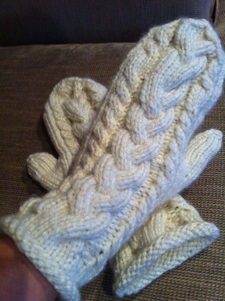 Cable mittens pattern from Ravelry. Just in time for the cooler temps of fall!!