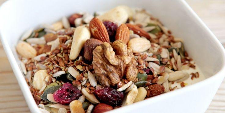 Ontbijt van yoghurt, noten, zaden en pitten - Voedzaam en Snel
