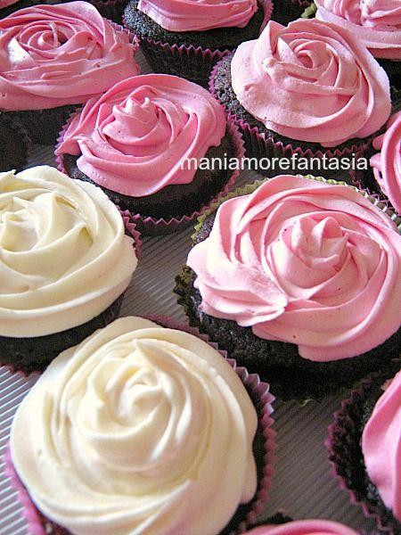 Cupcake al cioccolato con ganache al cioccolato bianco   maniamore