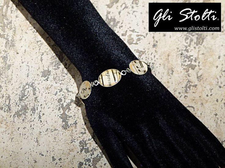 Bracciale artigianale decorato con spartiti musicali vintage originali. Vai al link per tutte le info: http://glistolti.shopmania.biz/compra/bracciale-artigianale-in-metallo-e-resina-spartiti-musicali-212 Gli Stolti Original Design. HandMade in Italy. #glistolti #moda #artigianato #madeinitaly #design #stile #roma #rome #shopping #fashion #handmade #handicraft #handcrafted #style #bijoux #musica #music