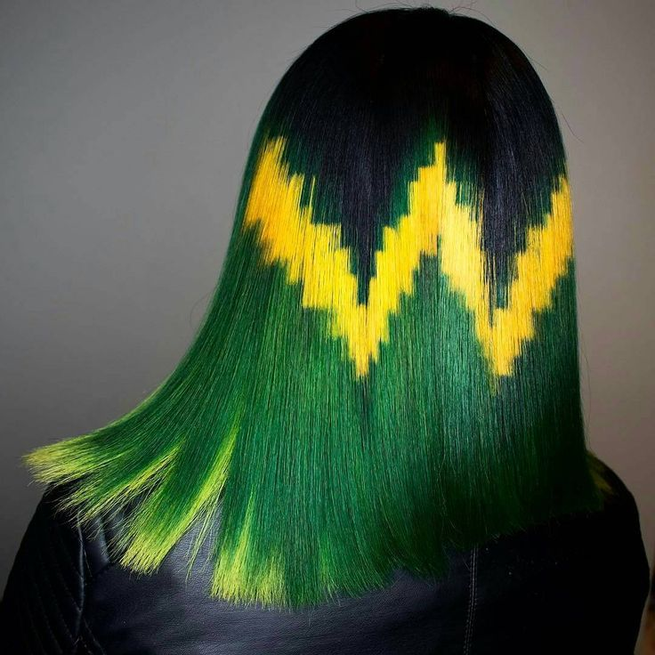 This is from @phildoeshair who decided to put the Jamaican flag 🇯🇲 on this head of hair. This is freaking amazing work! Don't forget Philip will be here at POMP on March 19th. Click the link in our bio for tickets.