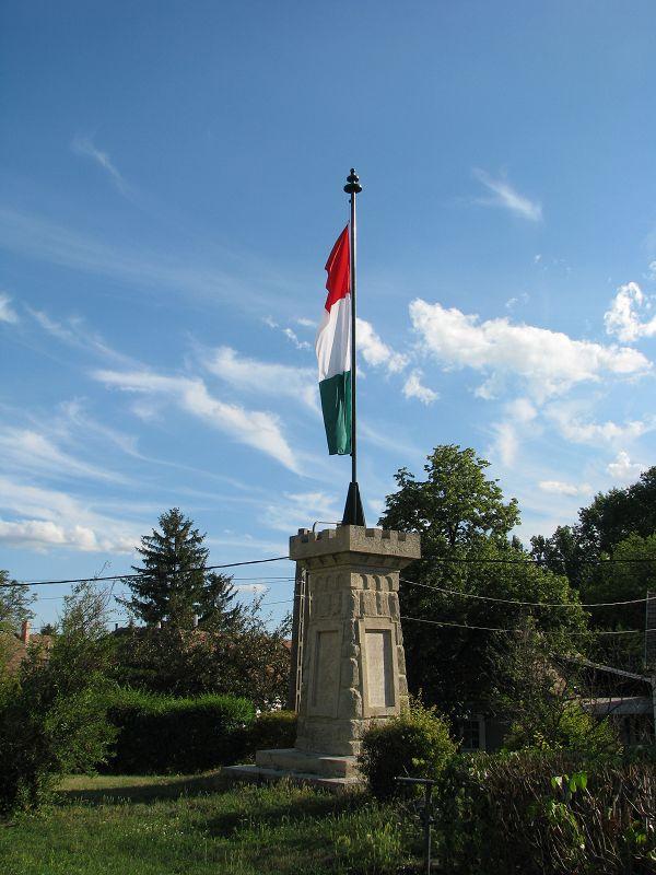 I. világháborús emlékmű (Zsámbék) http://www.turabazis.hu/latnivalok_ismerteto_106 #latnivalo #zsambek #turabazis #hungary #magyarorszag #travel #tura #turista #kirandulas