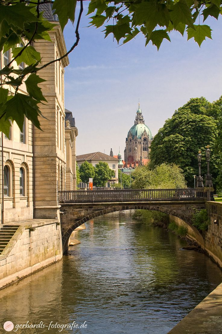 New Town Hall Hannover and Leine Palace Bridge, Germany, Gerhardts fotografie Göttingen