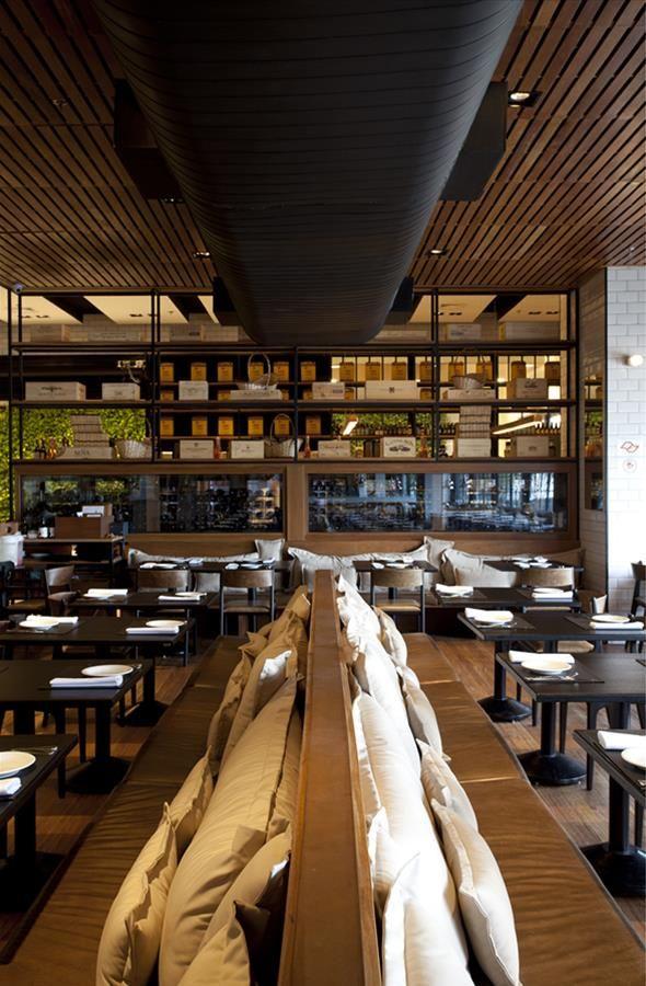 Cortés Restaurante                                                                                                                                                     Mais