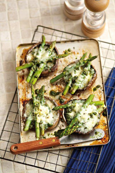 Grilled mushrooms with asparagus, Gruyère and coriander pesto