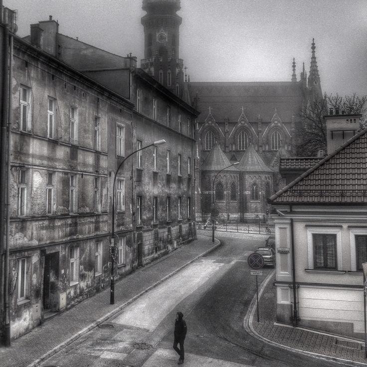 Mglisty poranek - Kraków (Podgórze). W tle kościół św. Józefa