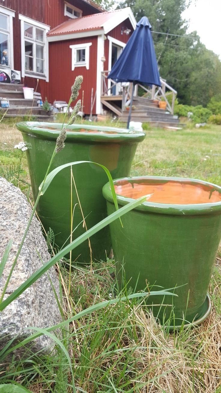 Big pots.