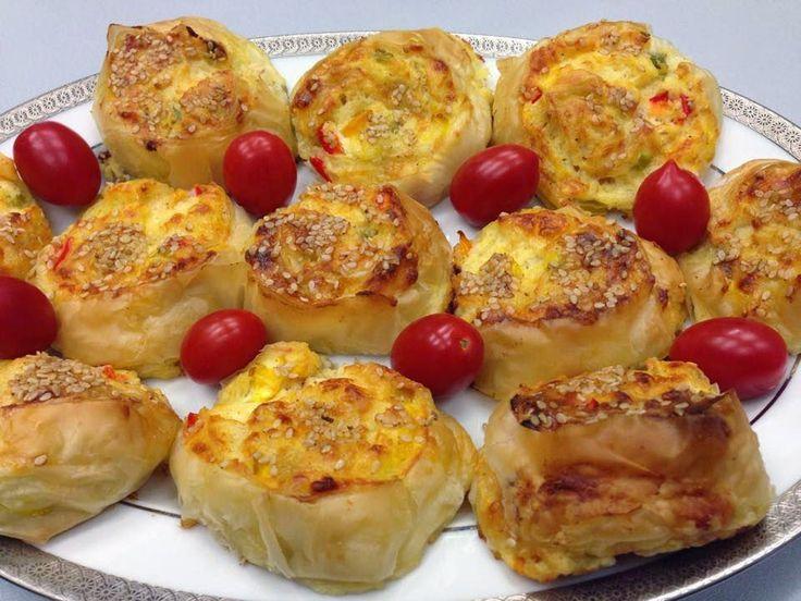 Μμμμμμμμμμμμ...: Ρολάκια με τυριά και πιπεριές