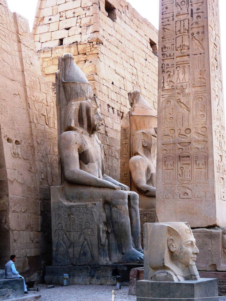 Temple entrance .Luxor temple - Temple de Louxor