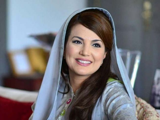 LAHORE (Web Desk) – Reham Khan was invited by Shaista Lodhi as a guest in her Morning Show. She was given a very warm welcome by the host and the guests.    Reham Khan also sang few lines from a gha