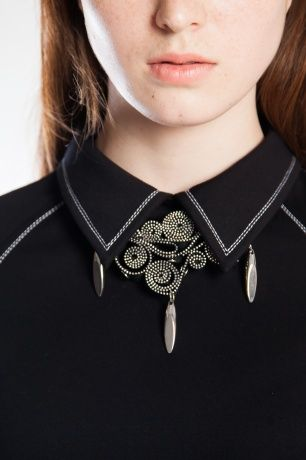 Очень оригинальные украшения из металлических молний. Обычные металлические молнии фантазийно уложены и свернуты в замысловатые композиционные орнаменты.#SvetlanaBekareva