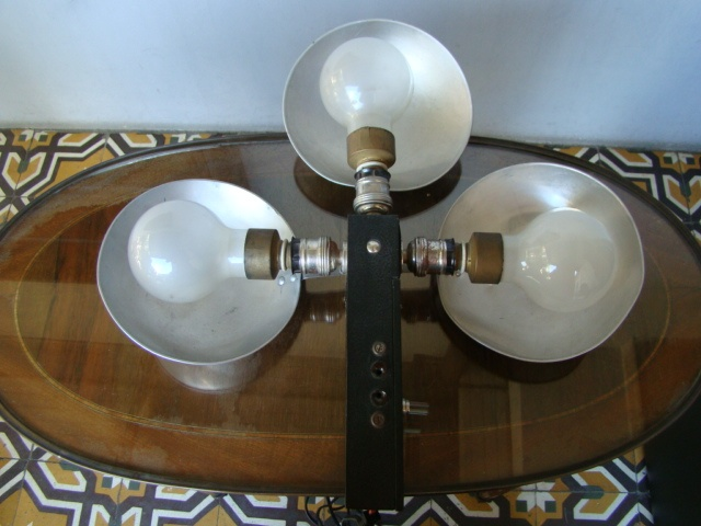 Antiguo artefacto de iluminacion para foto o video, funcionando !
