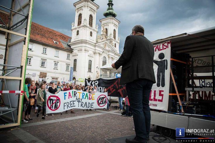 """Bilder der Großdemo gegen TTIP, CETA und Co - """"Wir scheißen heut auf Wind und Wetter - und vielmehr noch auf TTIP und CETA! """"   Es war wohl das einzige Thema der letzten Präsidentschaftswahlen bei dem sich alle Kandidaten, mehr oder weniger, einig waren: #TTIP, #CETA und Co. Zu groß ist mittlerweile der öffentliche #Widerstand gegen die geplanten #Freihandelsabkommen zwischen #Kanada (CETA), #USA (TTIP) und der Europäischen Union, als dass"""