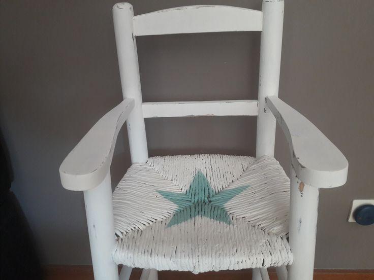trona de bebé vintage pintada con chalck paint y decapado