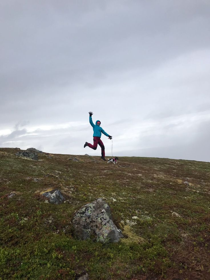 Hoven. Lofoten. Norway. Hiking. Foggy. Jumping. Happy hiker