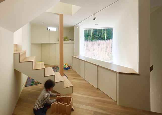 House in Muko by FujiwaraMuro Architects (Kyoto Prefecture, Japan). The children room on the mezzanine floor.