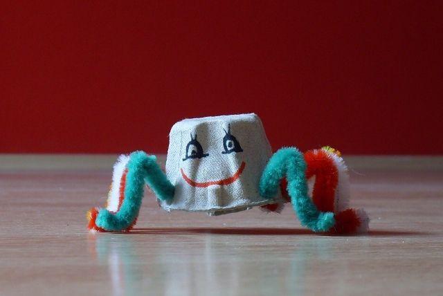 tvoreni-z-krabicky-na-vejce-pavouk-netopyr-3.JPG (640×428)