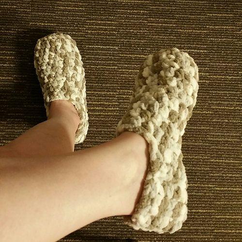 Easy Adult Slipper Pattern - Using Bernat Baby Blanket Yarn