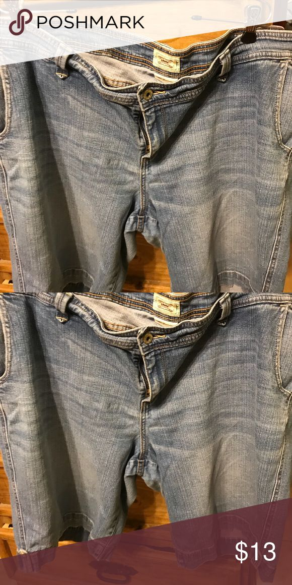 Women's Levis Bermuda Shorts size 24 Women's Levis Bermuda Shorts size 24 Levi's Shorts Jean Shorts