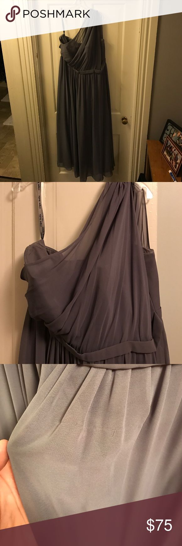 Alfred Angelo Bridesmaid Dress. Slate gray one shoulder Alfred Angelo Bridesmaids dress. Floor length. Small pull right below the belt, not too noticeable because of the gathering. True to size. I'm an 18/20. Alfred Angelo Dresses One Shoulder