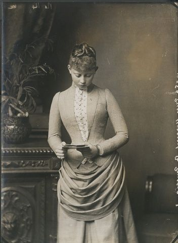 "Photo by Alexander Bassano of Princess Margarete ""Mossy"" (Margarete Beatrice Feodora) (22 Apr 1872–22 Jan 1954 age 81) Germany marr 25 Jan 1893 Prince Frederick (Frederick Charles Louis Constantine) (Friedrich Karl Ludwig Konstantin) (1 May 1868–28 May 1940 age 72) Hesse. 8th Child of King Frederick III ""Fritz"" (1831-1888 age 56) Germany & wife 1858 Princess Victoria-Vicky Adelaide (1840-1901 age 60) UK."