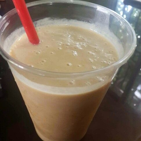 Batido de proteína después de la mega trotada.  1 Banano  1/2 Mango 1 cda y 1/2 de Mantequilla de maní 2 cdas de Yogur griego 1 scoop Whey-HD protein  #DatosFit #IdeasFit #VidaSaludable #NoEsDieta #ComidaSaludable #Meriendas #GinaFit #GinaSaludable #FruitsLover #Frutas #healthyblends #Smoothies #Blends #Batidos