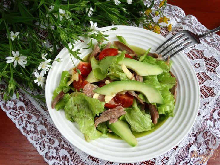 Салат из авокадо индейки и овощей