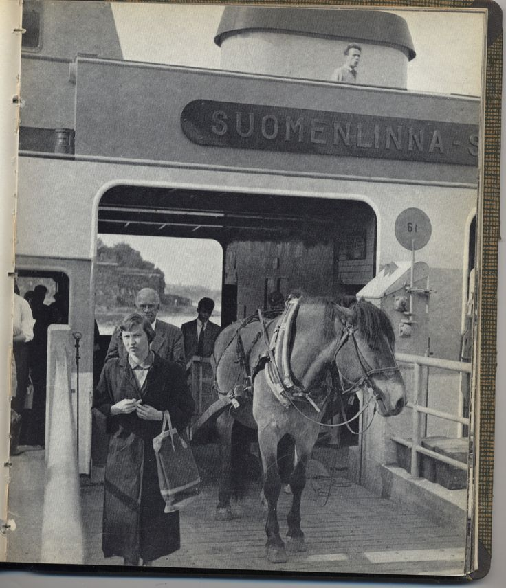 Horse and carriage on the ferry to Suomenlinna. From: Volker von Bonin: Helsinki ja keri (WSOY, 1960)