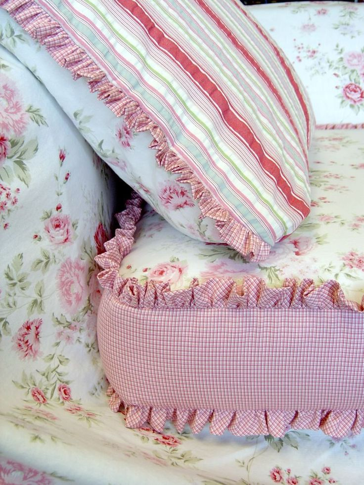 ionwkathy:  (via WORKROOM INTELLIGENCE - Shabby Chic Sofa Slipcover)