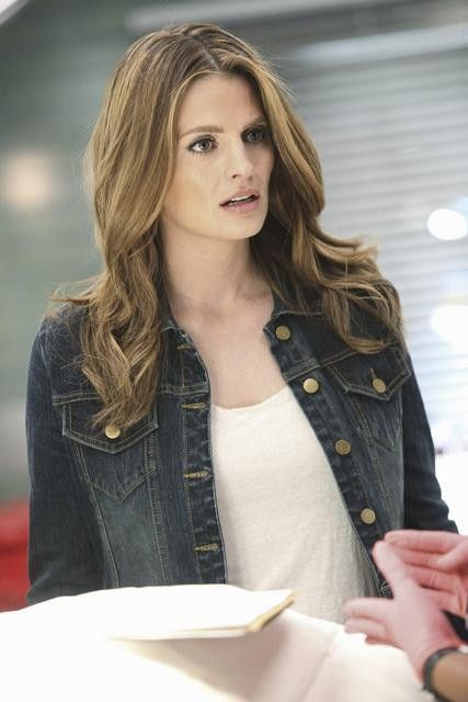 Det. Kate Beckett in 'Castle'...I want my hair to look like this!