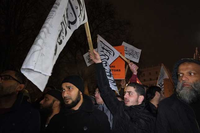 Over a thousand British Muslims took to the streets of London on Tuesday in a show of force, blocking off a central London square to call for a caliphate while the crowd chanted 'Allahu Akbar'. We…