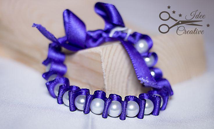 Bracciale in raso viola plissè con perle bianche. Fatto a mano. Per info contattami