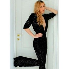 "Black Sequin Jumpsuit! Feminitate, senzualitate si mister sunt principalele caracteristici pe care aceasta salopeta le va pune in evidenta, iar efectul de ""all eyes on you"" dat de decolteul adanc va fi garantat!"