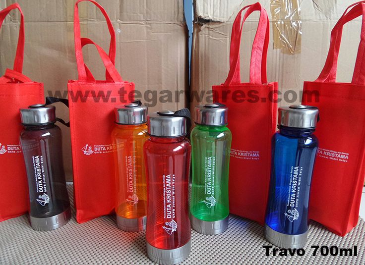 Christmas will come in a within days. Have you prepare a christmas merchandise that will distributed on a celebration day? Travo waterbottles 700ml with goody bag is a right choice for this events.