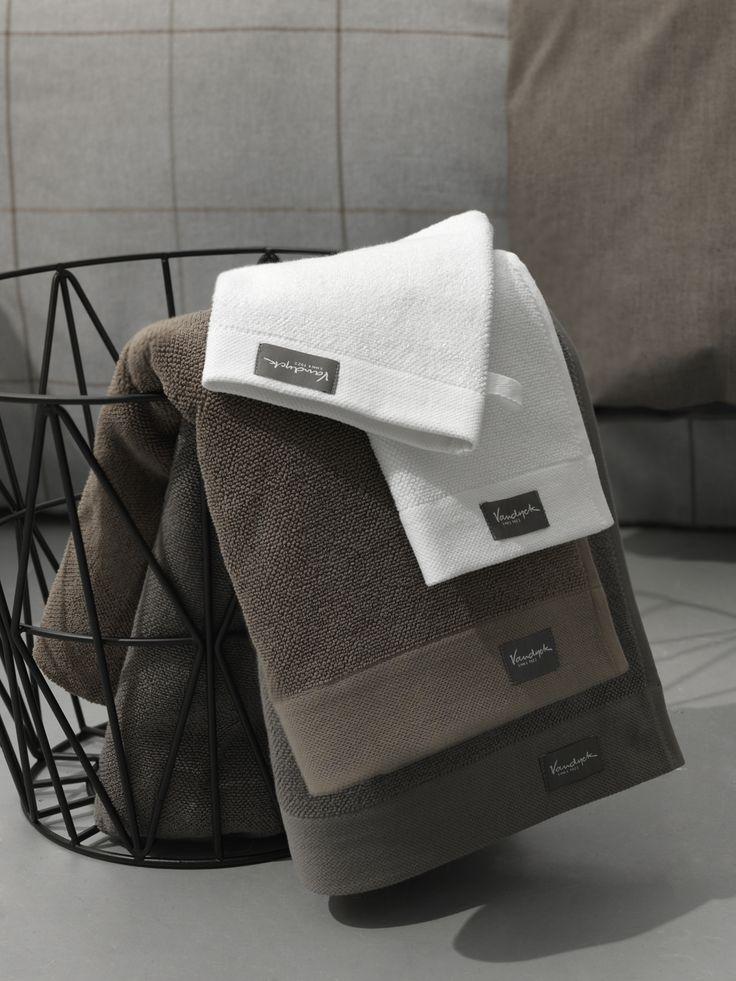 Heerlijke zachte handdoeken en washandjes van Vandyck. Zorg voor een stijlvolle uitstraling met het badtextiel van Vandyck. Kijk snel op http://www.fijnehanddoek.nl/handdoeken