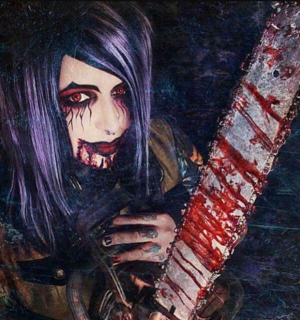 I really love creepy things! And now you all know why I love dahvie! Hes my kinda creepy! :)