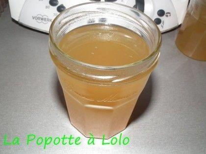 Recette trouvée sur le blog Chrissy Si vous n'avez pas de Thermomix, la recette est Ici ! Ingrédients : 500 g de pommes non pelées (couper en 4, enlever queue, pepin et etoile au bout) 500 g d'eau 6 g agar agar sucre en poudre Quelques gouttes d'arome...