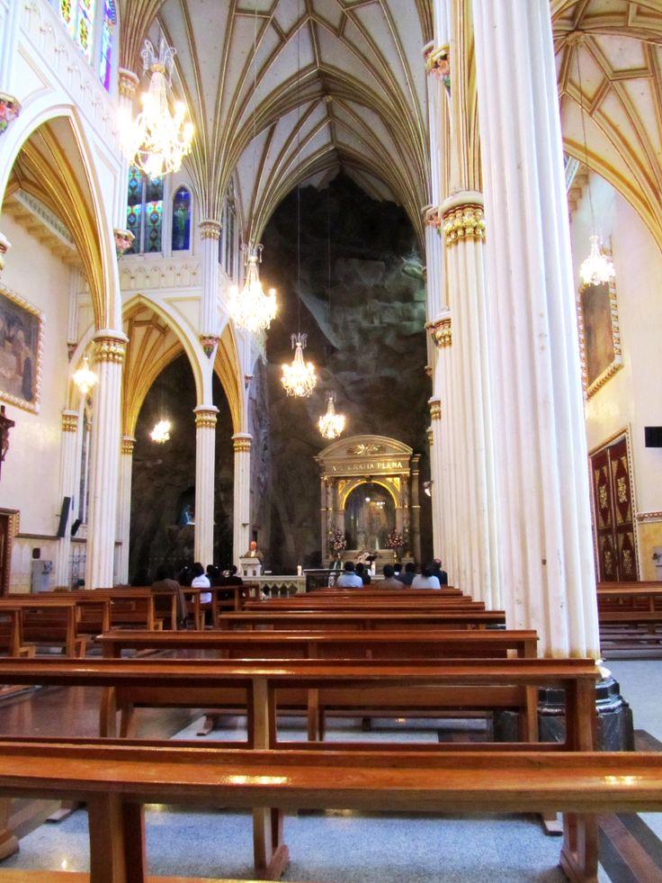 Interior del Santuario de las Lajas en Ipiales al sur de Colombia